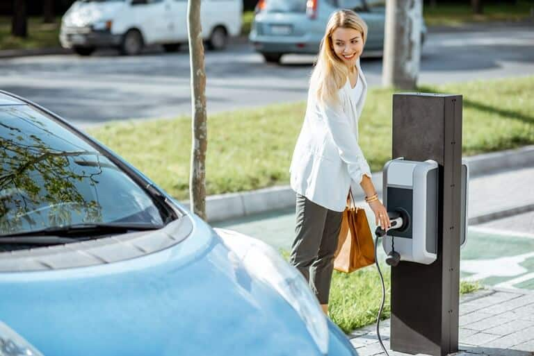 CHARGING STATION FOR ELECTRIC VEHICLES