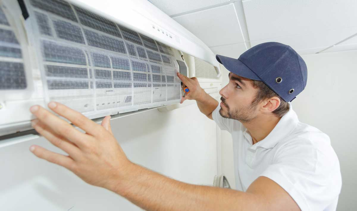 technicien en humidificateur d'air